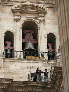 CUIDADOS. Las campanas de la Catedral malague�a se reformaron hace dos a�os