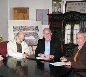 Instantes de la firma del convenio