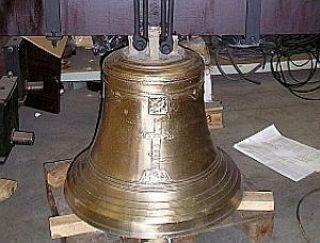 Terminadas. Una de las campanas ya reparada - Autor: CEDIDA