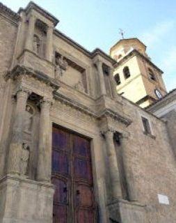 INUSUAL ESCENARIO. Torre de la Iglesia de la Asunción. / J. M. E.