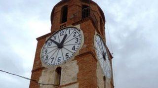 Edificio del Reloj de la Villa, con las esferas restauradas, y el mecanismo en funcionamiento, tras la limpieza y reparación total realizada por el Ayuntamiento. - Autor: G.G.