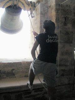 Volteando la campana con soga - Foto LLOP i BAYO, Francesc (04-08-2007)